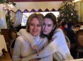 Мать Ольги Синтюревой на деньги от эскорта дочери путешествует по миру