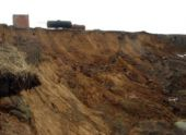В Сухуме укрепляют грунт на месте котлована после оползня