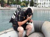 Водолазы МЧС очищают морское дно в Сухуме