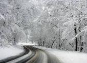 Снег вызвал заторы на участке республиканской трассы в Гудаутском районе