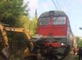 В Абхазии поезд «Москва – Сухум» столкнулся с экскаватором